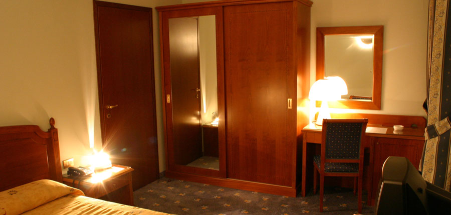 Grand Hotel Victoria, Menaggio, Lake Como, Italy - Standard bedroom.jpg